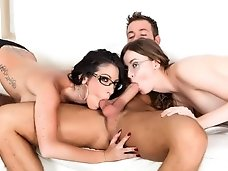 Dava s Hard Threesome..